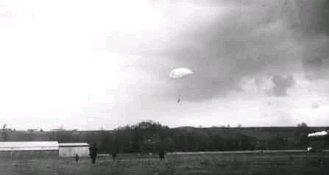 Jean Bourhis-Aviateur, Précurseur du Parachutisme BourhisParachute210214
